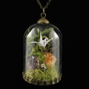 moss_terrarium_necklace_origami_paper_crane_necklace_crystal_terrarium_necklace_origami_jewelry_crane_cirtine_amethyst_necklace_1