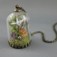moss_terrarium_necklace_origami_paper_crane_necklace_crystal_terrarium_necklace_origami_jewelry_crane_cirtine_amethyst_necklace_2